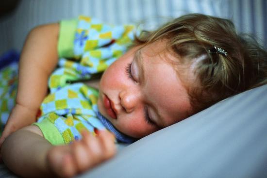как научить засыпать без груди